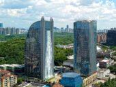 Imagem do dia: Chineses constroem arranha-céus que integra a maior cascata artificial do mundo