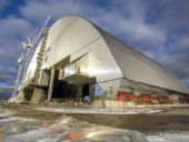 Imagem do dia: Instalação da colossal estrutura de confinamento do sarcófago de Chernobyl