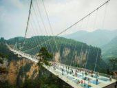 Imagem do dia: Abre finalmente mais longa ponte de vidro do mundo na China