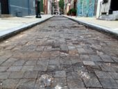 A restauração desastrosa de um pavimento rodoviário de madeira de 1917