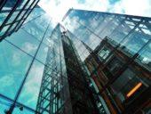 Revestimento inovador para janelas de edifícios utiliza milhões de micro-espelhos para otimizar a distribuição de luz