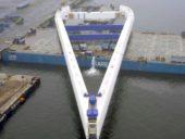 Imagem do dia: O transporte por via fluvial de um colossal pilar com 105 metros e 1700 toneladas